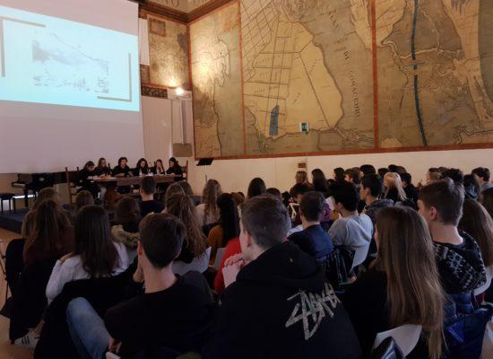 """""""Solo restare"""". Gli studenti del Liceo Ariosto incontrano Marco Balzano"""