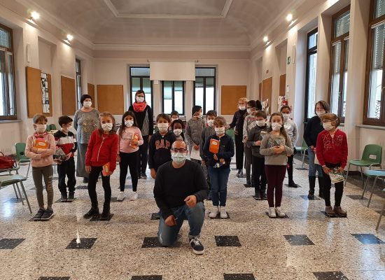 Daniele Nicastro racconta il suo primo incontro in presenza alla scuola Primaria di Coggiola Biella